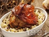 Печен цял свински джолан (с кост) с прясно зеле, моркови и печени чушки на фурна под фолио